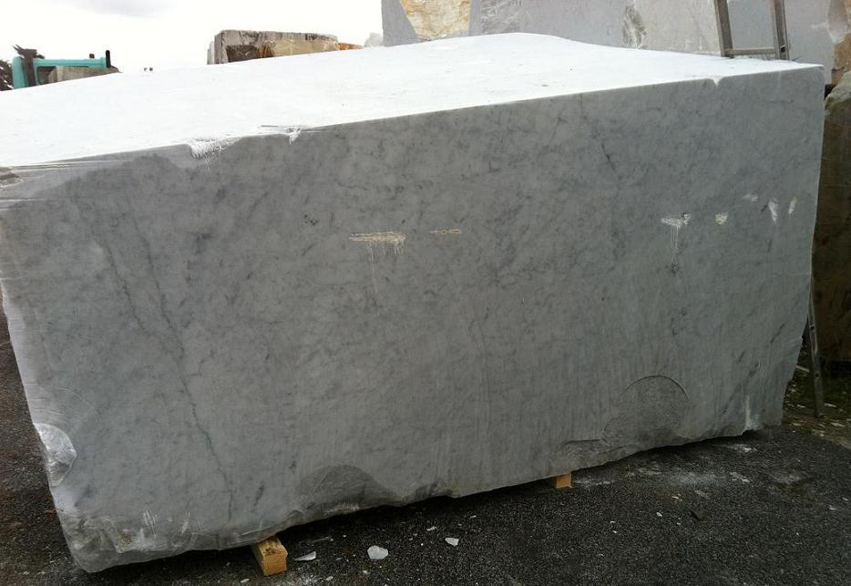 Marmol blanco bloques semibloques produccion marmol for Marmol travertino blanco